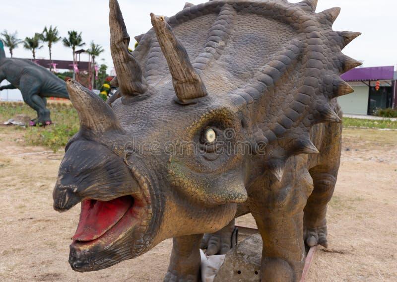 Triceratops i utomhus- i dagtid fotografering för bildbyråer