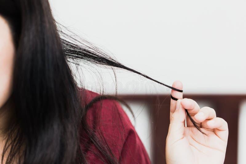 Trichotillomania или волосы вытягивая разлад в проблеме психических здоровий стоковая фотография
