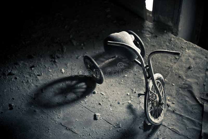 Triciclo abandonado fotografia de stock royalty free