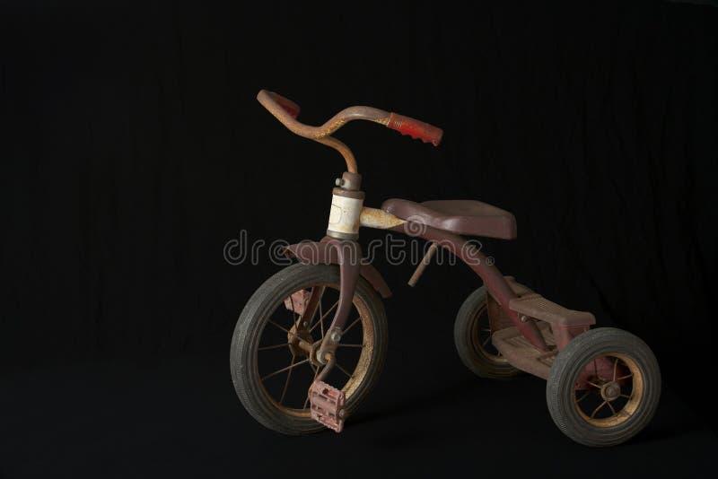 Triciclo oxidado imagenes de archivo