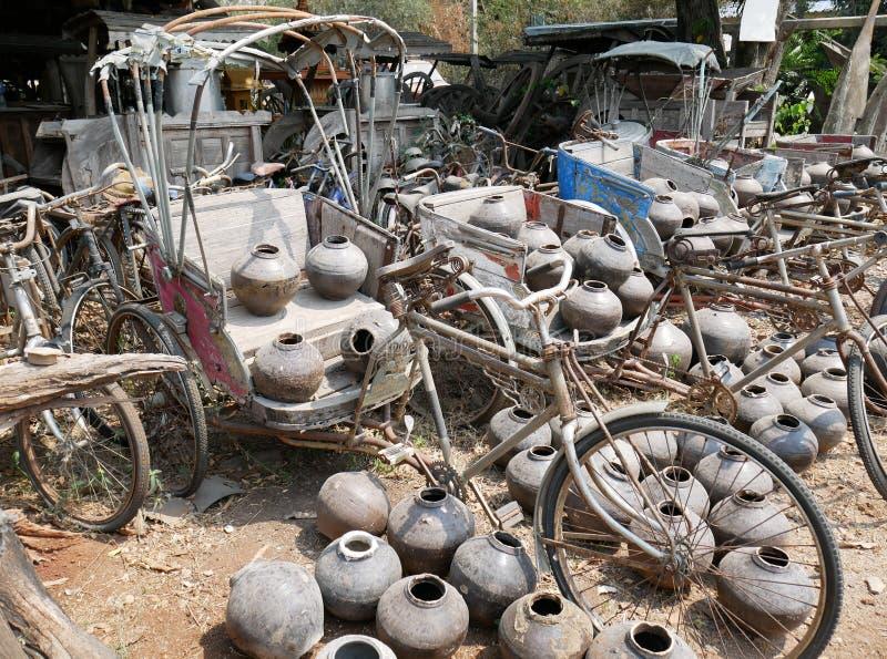 Triciclo tailandés viejo, samlor tradicional en Tailandia fotos de archivo libres de regalías