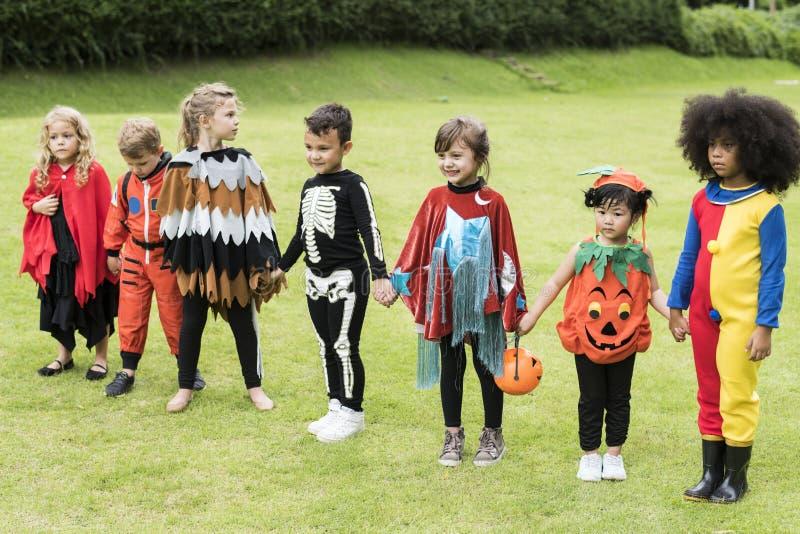 Trick för små barn eller behandling på allhelgonaafton royaltyfria foton