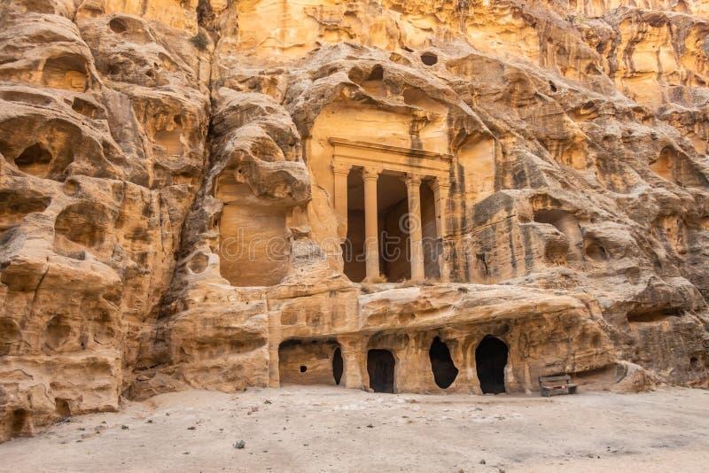 Triclinium em pouco PETRA, Jordânia fotos de stock royalty free