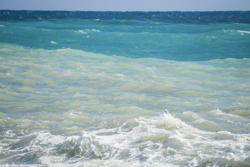 Tricolor morze krajobraz: niebo, morze i fala, zdjęcia royalty free