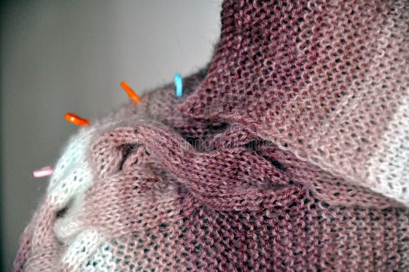 Tricotage d'un fil velu image libre de droits