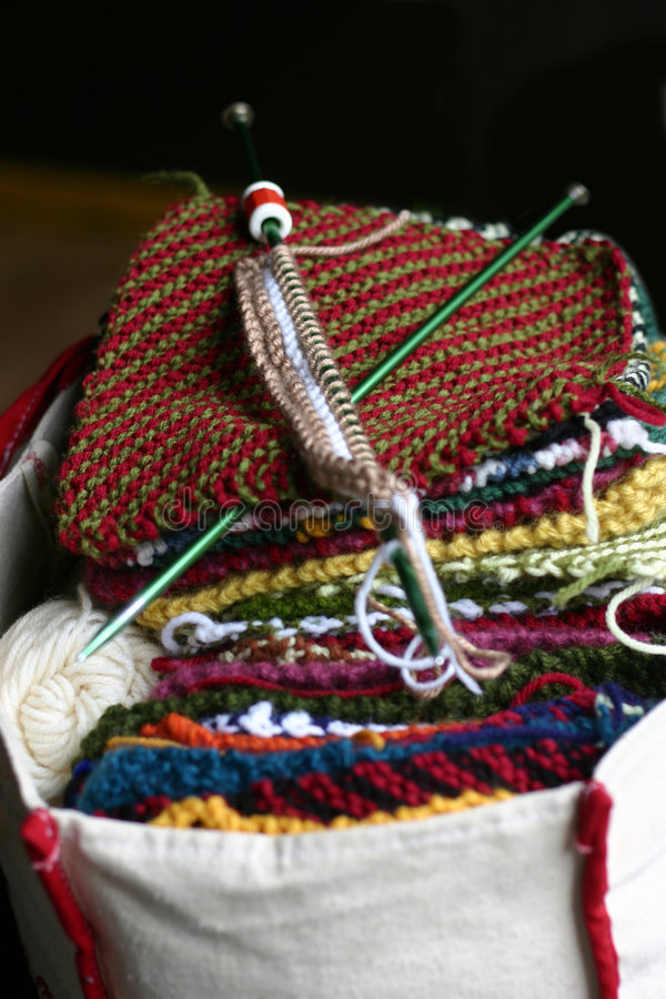 Tricotage d'une couverture photos libres de droits