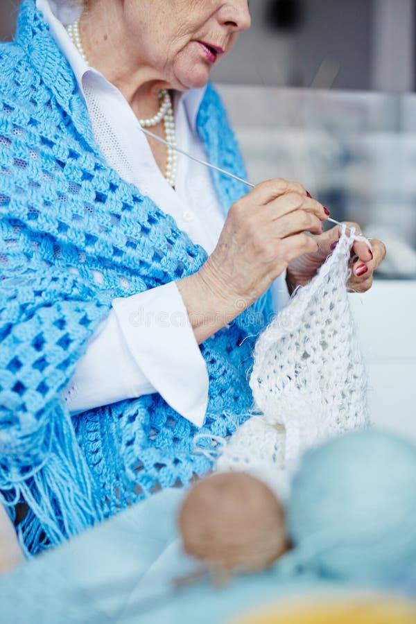 Tricotage de la laine photos stock