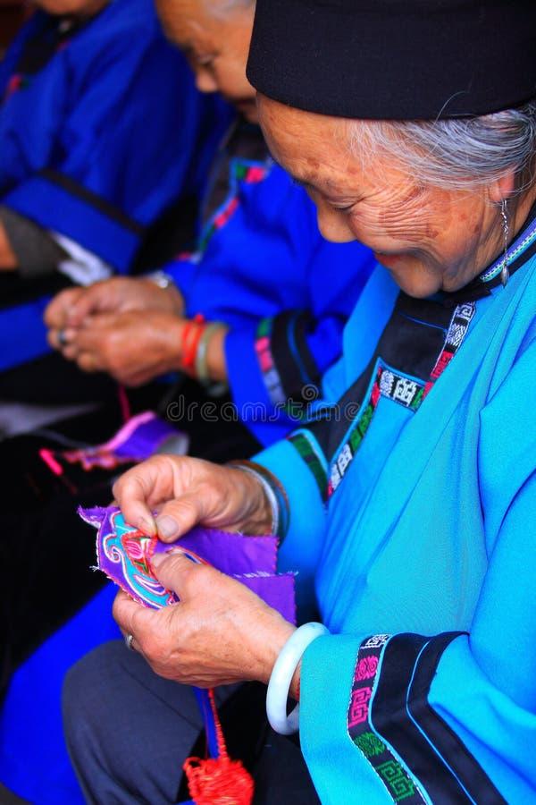Tricotage de vieilles dames image libre de droits