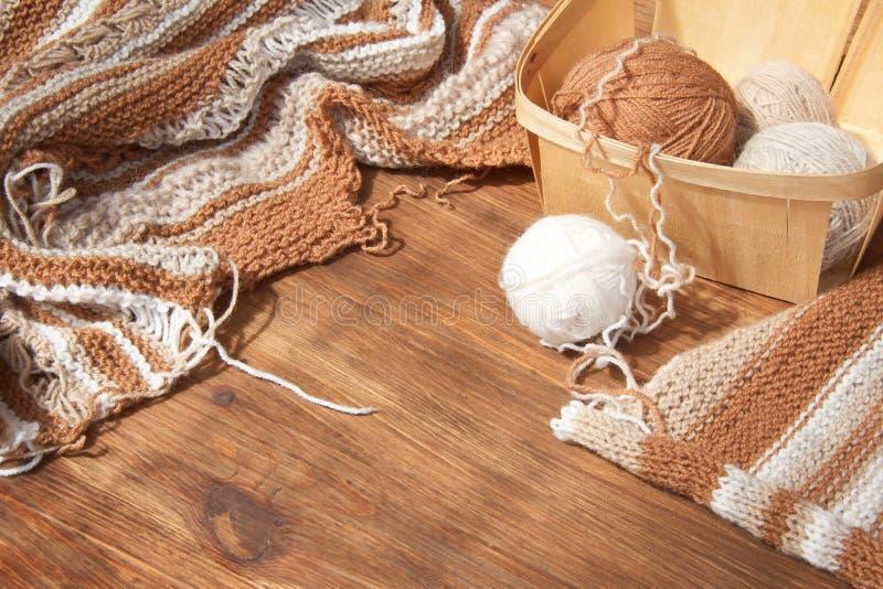 Tricotage des laines naturelles images libres de droits