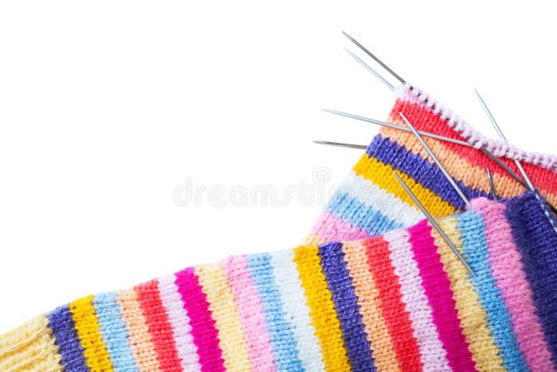 Tricotage rayé et aiguilles photo libre de droits