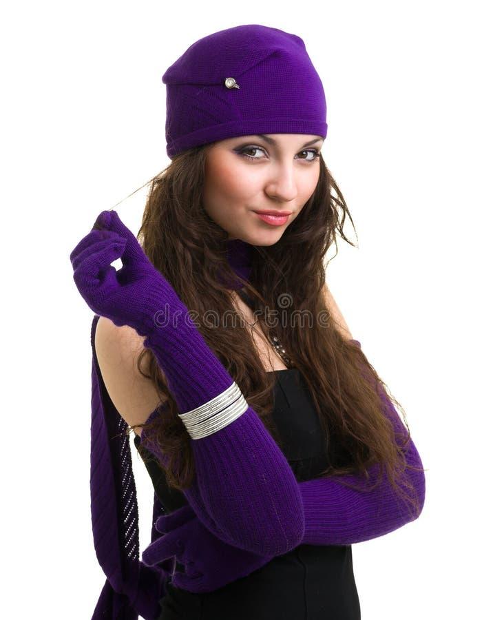 tricots Jeune femme utilisant un capuchon de l'hiver images stock