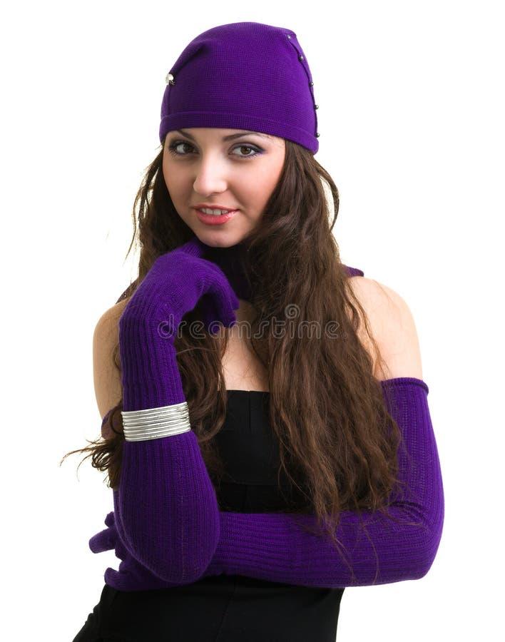 tricots Jeune femme utilisant un capuchon de l'hiver photographie stock