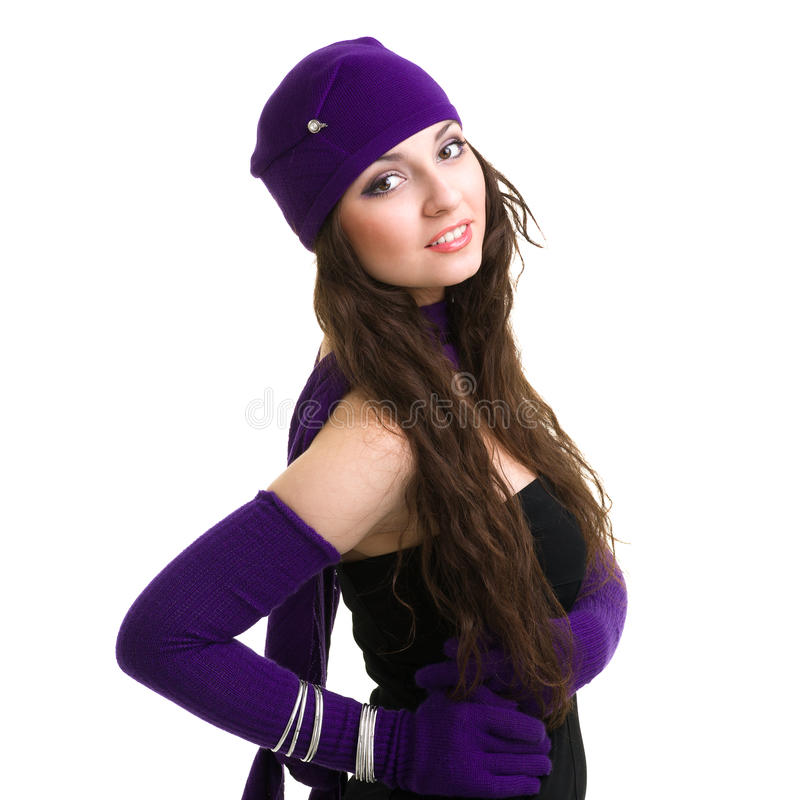 tricots Jeune femme utilisant un capuchon de l'hiver images libres de droits