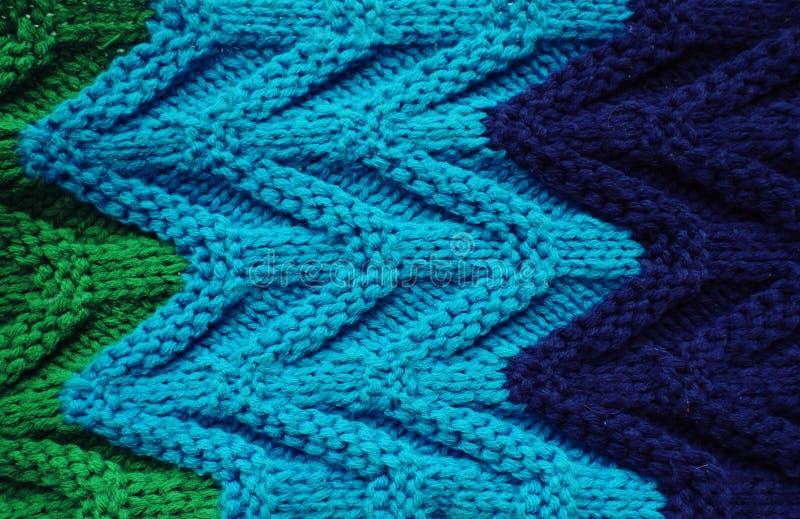 Tricottare di struttura della sciarpa o del maglione grande Fondo tricottato del jersey con un modello in rilievo Trecce dentro M fotografia stock libera da diritti