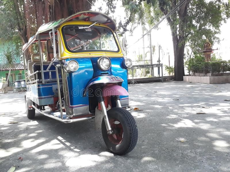 Tricycle bleu de taxi, 2 sièges image stock