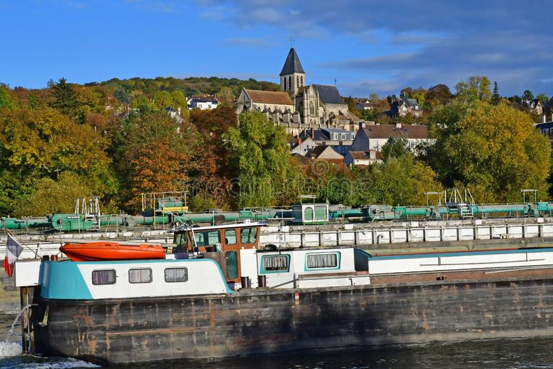 Triel-sur die Seine; Frankreich - 5. November 2016: Die Seine-Flussufer lizenzfreie stockfotos