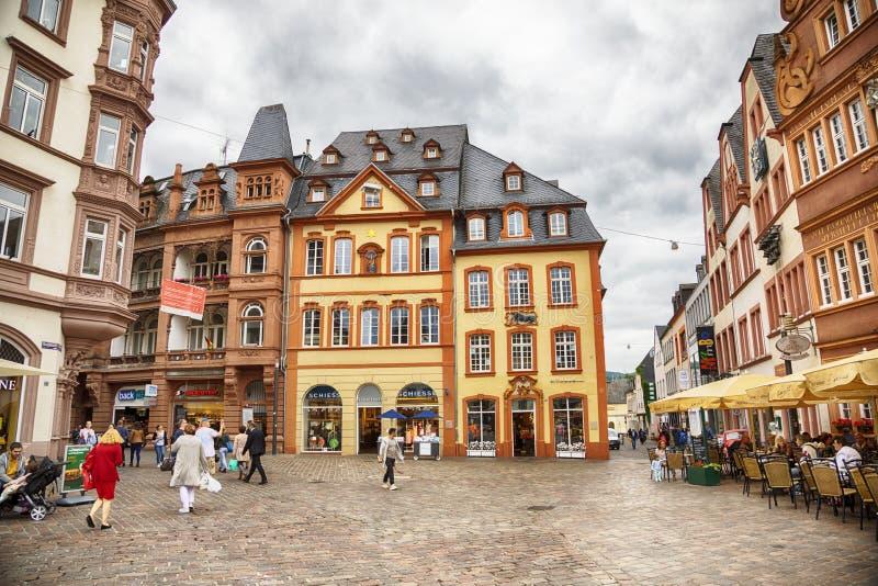 Trier, Alemanha, pessoa no dia de mercado fotos de stock