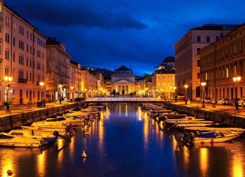 Triest, Italien Canale groß nachts stockbild