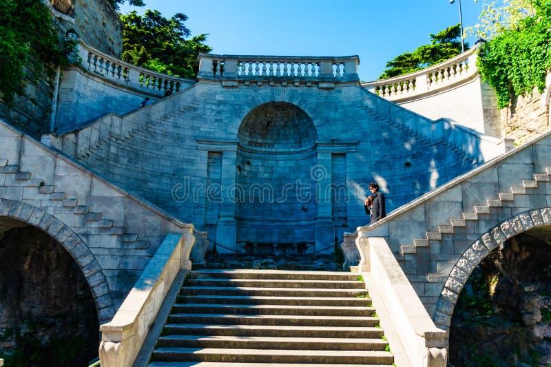 Trieste, Itália - 29 de abril de 2017: Turistas no dei Giganti de Scala fotos de stock royalty free