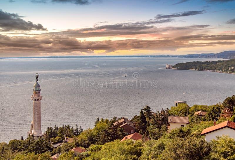 Trieste, Itália e o farol fotografia de stock royalty free