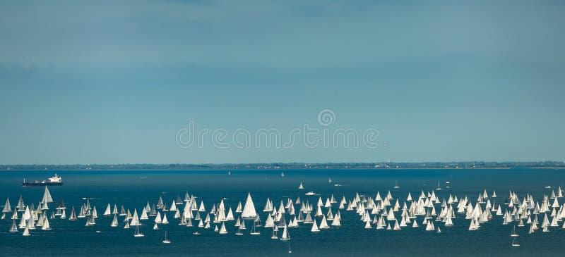 Trieste, Italy Sobre 2000 do barco de velas no mar de adriático durante a regata 2017 de Barcolana O regata o mais grande do barc imagem de stock royalty free