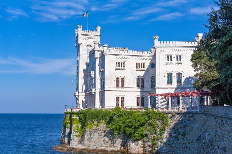 Trieste, las arquitecturas y artes fotos de archivo