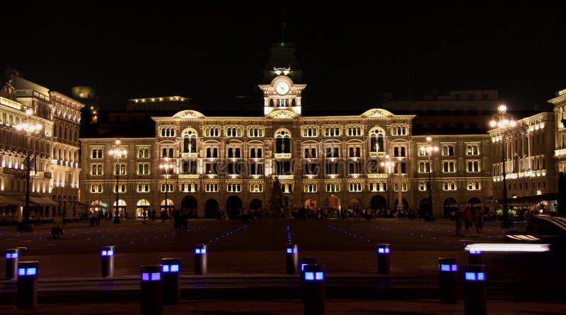 Trieste, unidad del cuadrado de Italia en la noche fotografía de archivo