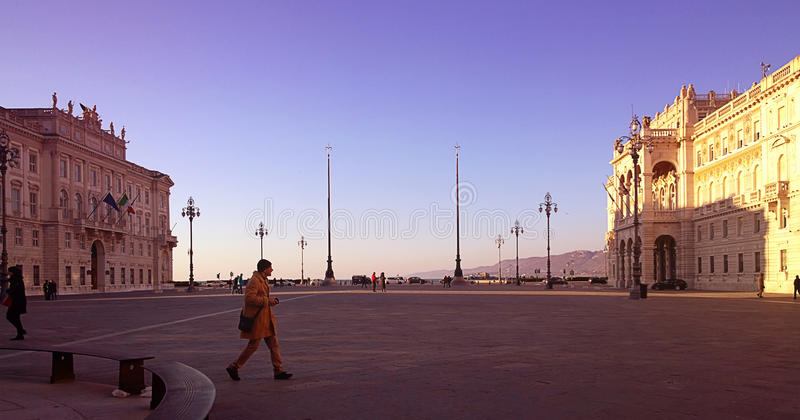 Trieste, Włochy - Sugestywny widok jedność Włochy kwadrat przy słońcem zdjęcie royalty free