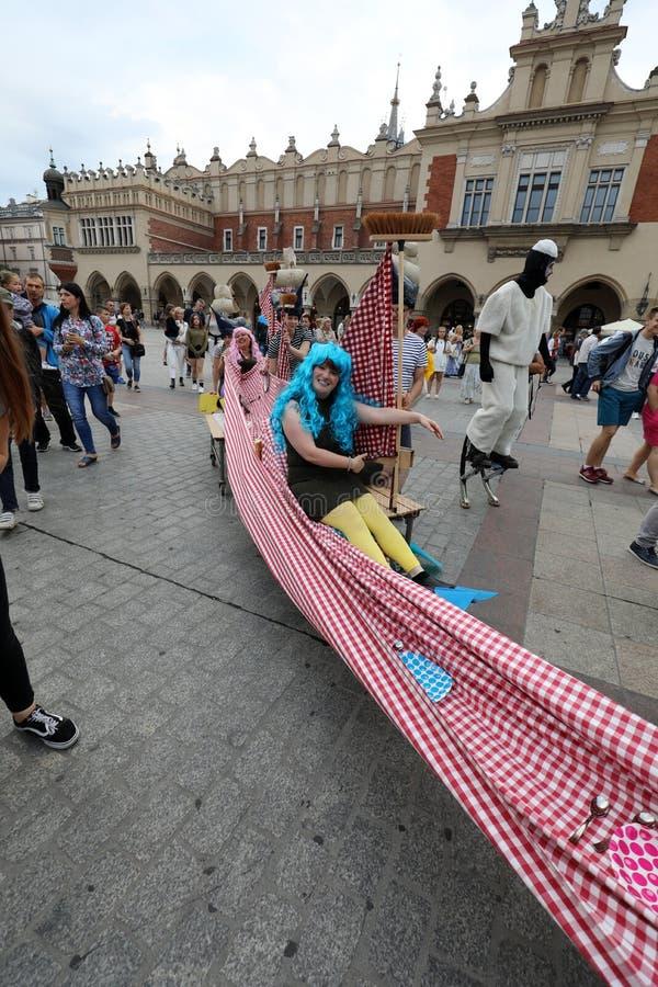 trigésima calle - festival internacional de los teatros de la calle en Cracovia, Polonia imágenes de archivo libres de regalías