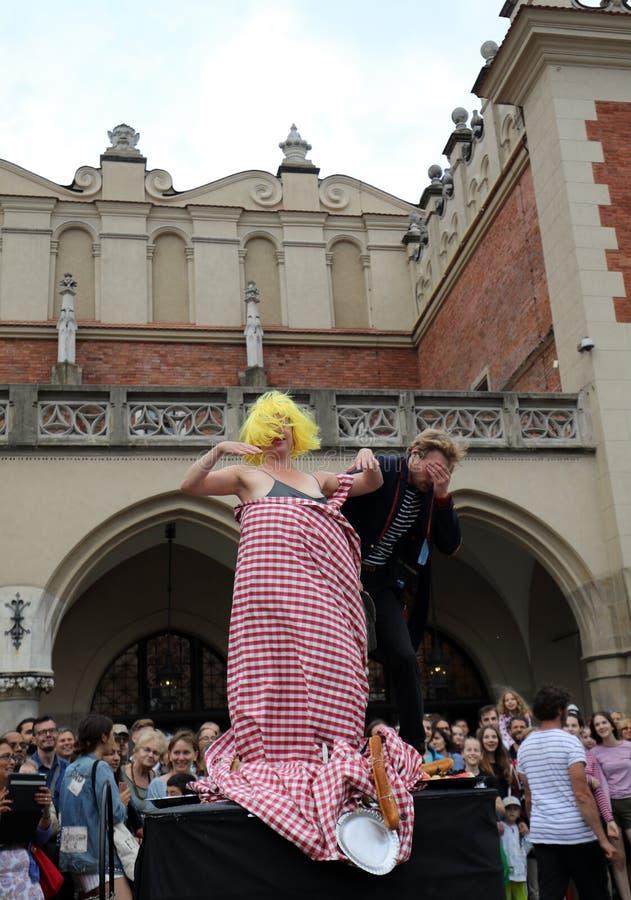trigésima calle - festival internacional de los teatros de la calle en Cracovia, Polonia imagen de archivo