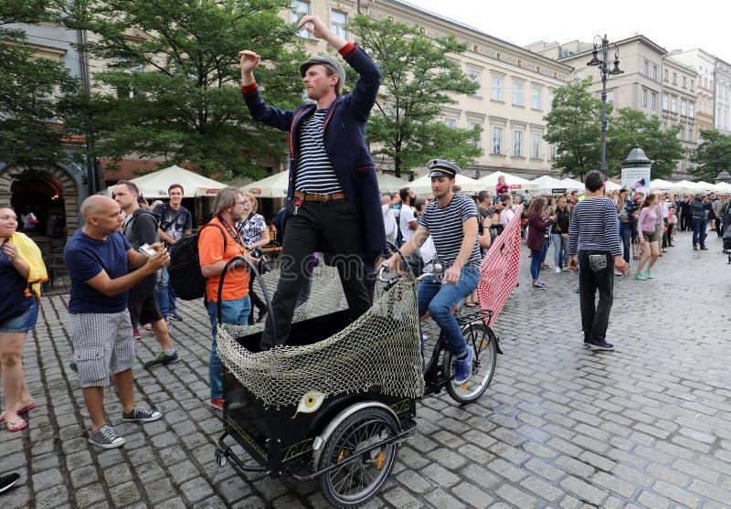 trigésima calle - festival internacional de los teatros de la calle en Cracovia, Polonia foto de archivo