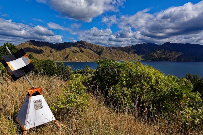 Trig σταθμός, νησί Maud, ήχοι Marlborough, Νέα Ζηλανδία στοκ εικόνες