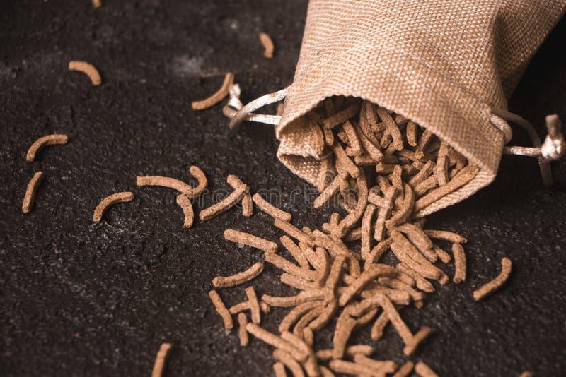 Trigo del salvado del cereal en saco fotos de archivo libres de regalías