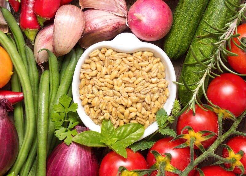 Trigo e vegetais inteiros imagens de stock royalty free