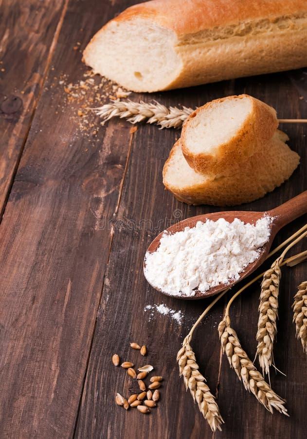 Trigo, farinha e pão imagem de stock royalty free