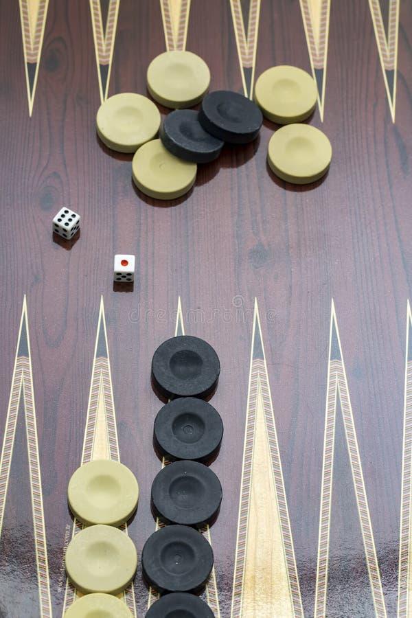 Trik-trak gra z dwa kostka do gry z przestrzeni? dla teksta lub wizerunku, obrazy stock