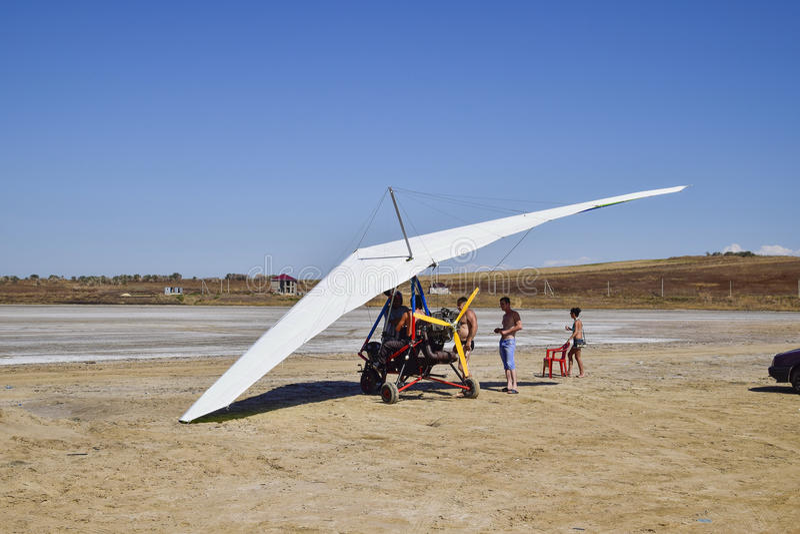 Trike sul lago di sale Preparando per il volo fotografia stock