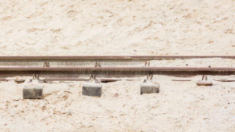 Trilha de estrada de ferro do deserto imagem de stock