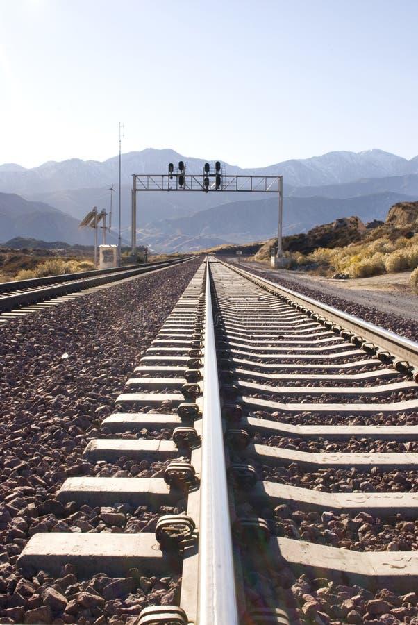 Trilha de estrada de ferro no deserto imagens de stock royalty free