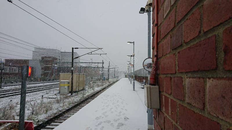 Trilha do trem coberta na neve fotos de stock