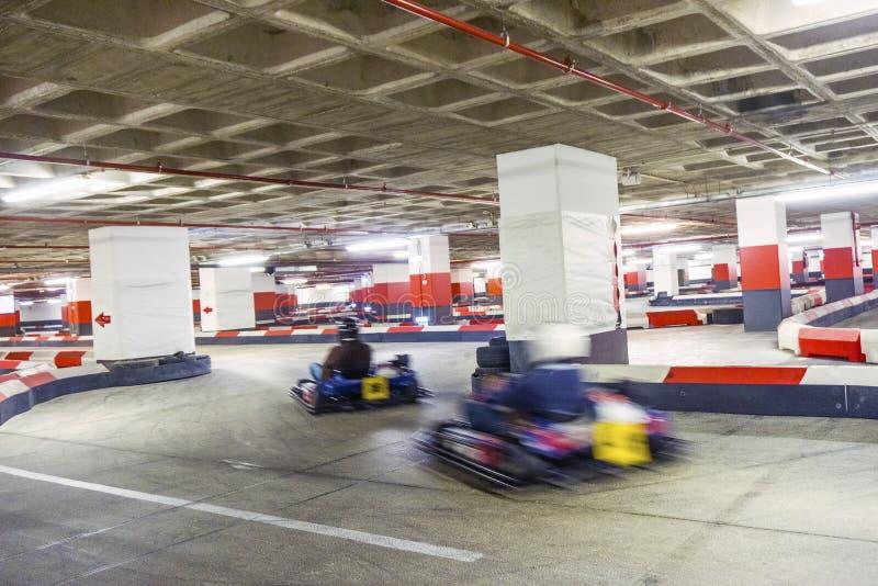 Trilha karting interna em vermelho e em branco fotografia de stock royalty free