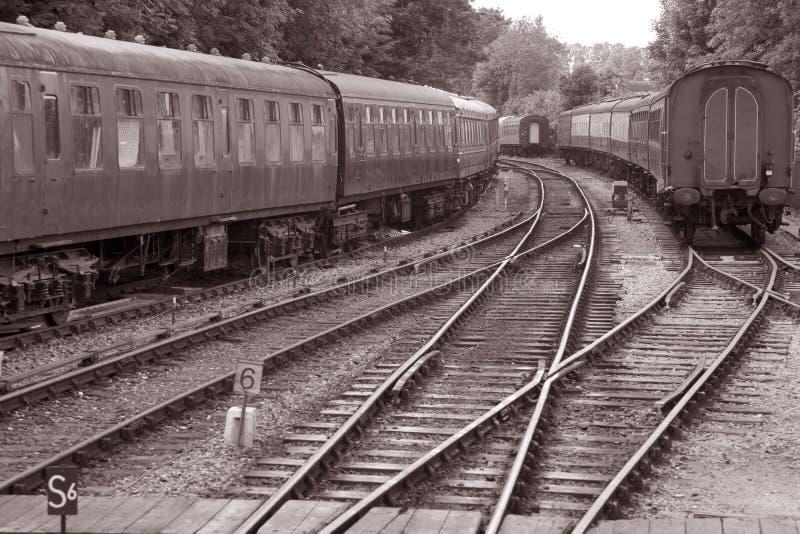 Trilha Railway com carros do trem fotos de stock royalty free
