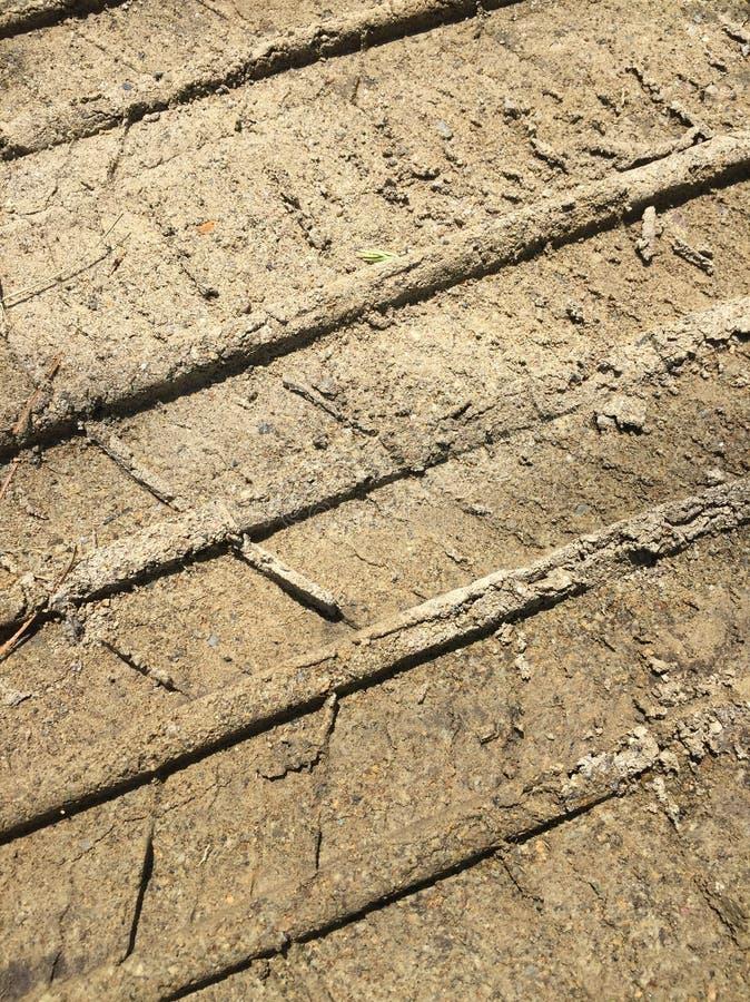 Trilhas abstratas do pneu da sujeira foto de stock
