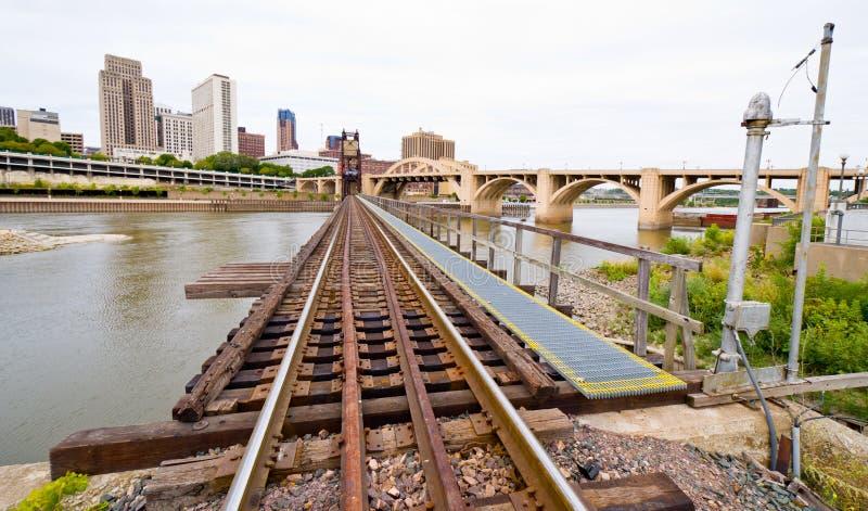 Trilhas de estrada de ferro em Saint Paul imagem de stock