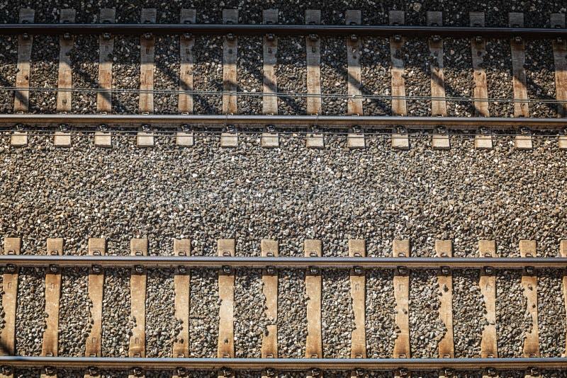 Trilhas de estrada de ferro De cima de Trilhas do trem da estrada de ferro fotos de stock royalty free