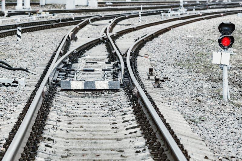 Trilhas Railway na esta??o grande imagens de stock royalty free