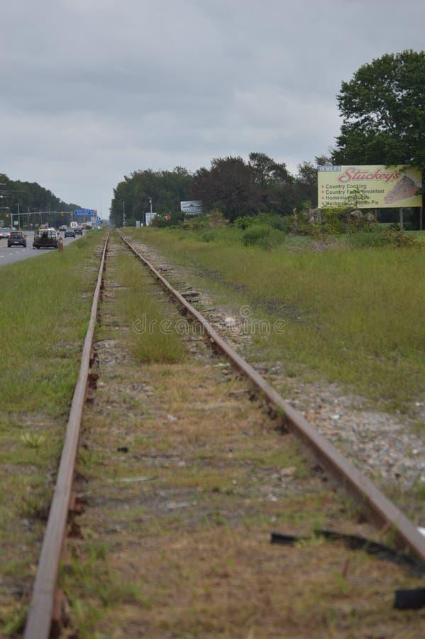 Trilhas velhas do trem da cidade de Brown imagem de stock royalty free
