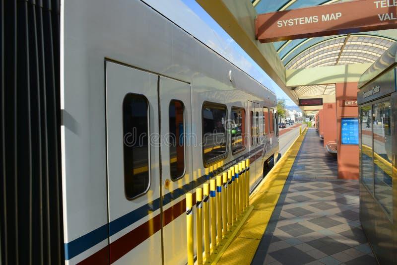 Trilho da luz de VTA em San Jose, Califórnia, EUA imagem de stock