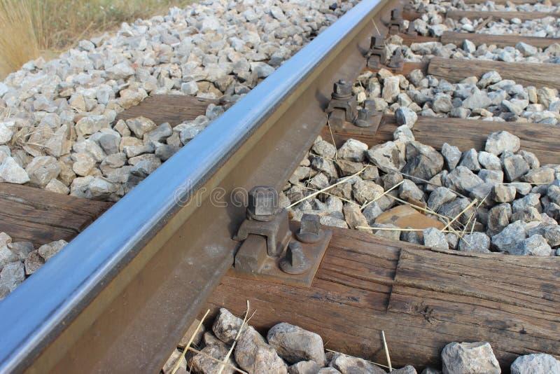 Trilho e parafuso, detalhe de trilha de estrada de ferro velha imagem de stock