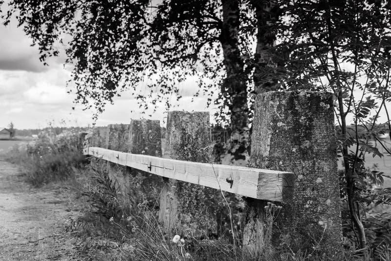 Trilho velho da ponte de madeira imagem de stock